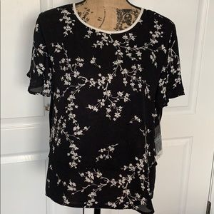 💕 Perfect Black/White Bell Short Sleeve 🖤 NWT